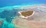 26 kilometrů do podmořského ráje. Z Cairns vyplouvají k fascinujícímu bariérovému útesu
