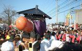 Nejdivnější svátky světa: Japonci vzdávají hold mužskému údu, jinde točí kuřaty