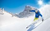 Nejexotičtější lyžování na světě: Po skoku z helikoptéry nebo na sněhu uprostřed pouště