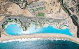Největší bazén světa je v Chile. Má kilometr na délku a hloubku i 35 metrů