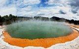 Unikátní atrakce v parku Rotorua: Šampaňské jezírko a výbuch kusem mýdla