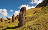 Záhadný Velikonoční ostrov: Podivné nápisy a sochy hlav s těly pod zemí