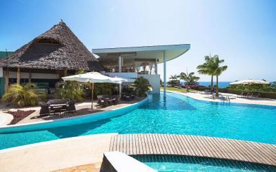 Hlavní bazén u restaurace | Diamonds Star of the East