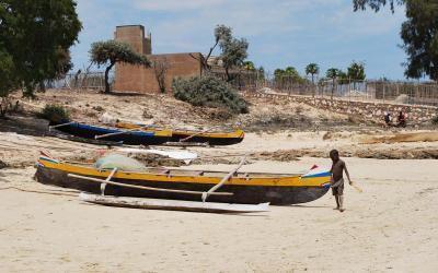 Madagaskar loď piroga | Madagaskar - Ifaty 6