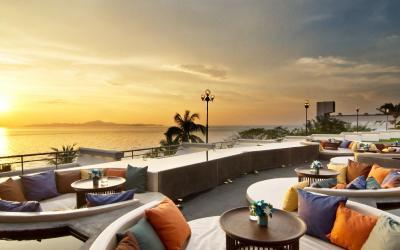 41-Sunset-Terrace-Lobby-and-Bar