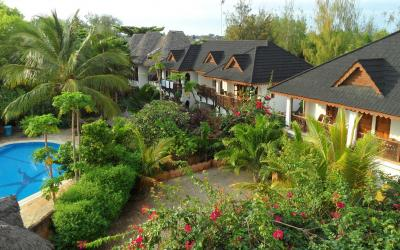 Bazén a budovy s pokoji Standard Garden a Pool View  | Langi Langi Bungalows
