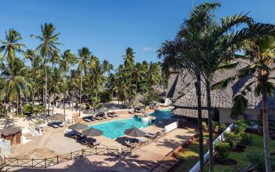 Pohled na bazén a pláž | Diamonds Mapenzi Beach Club