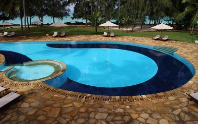 Bazén | Bluebay Beach Resort & SPA