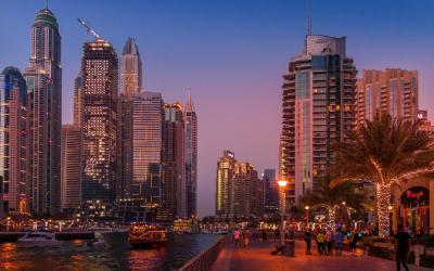 večerní Dubaj