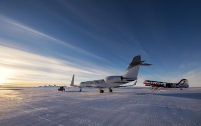 Momenty před startem - polární flotila: Gulfstream G550 - spojení s civilizací a Basler BT-67 pro let k pólu
