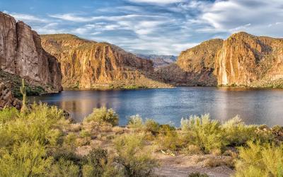 USA | jezerní kaskády na Apache Trail