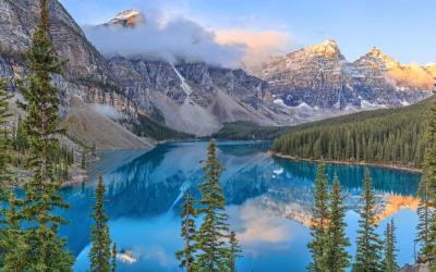 Kanada   Inkoustová modř jezera Moraine...