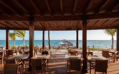 Restaurant next to beach