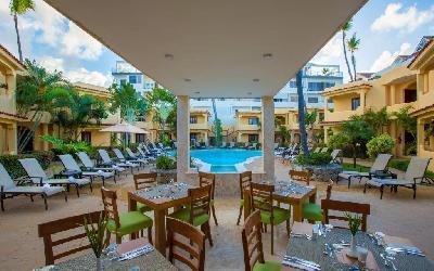 Buffet restaurant next to pool