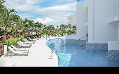 Swimout Suites Pool
