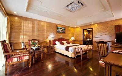 Two Bedroom Beach Pool Residence Master Bedroom